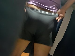 Watch her nice big white ass on the toilet